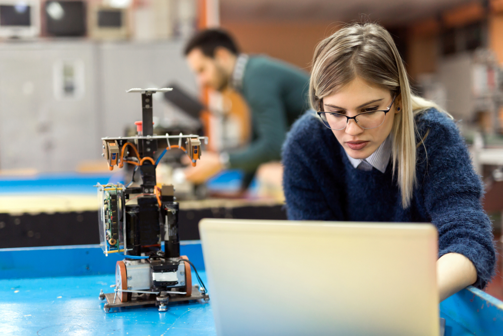 donna brevetto robotica ingegnere