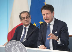 Il ministro dell'economia Giovanni Tria e il presidente del consiglio Giuseppe Conte. Foto Presidenza del Consiglio CC BY-NC-SA 3.0 IT